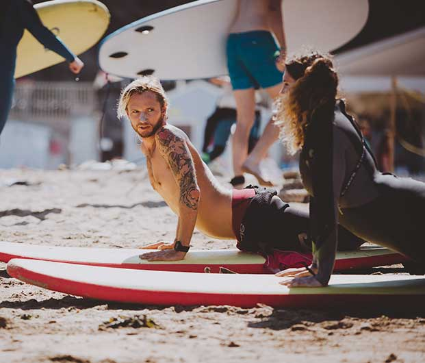 LEARN TO SURF IN NEWQUAY